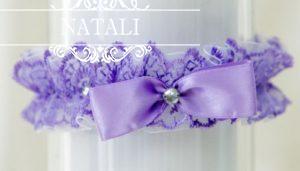 сиреневая кружевная подвязка для невесты