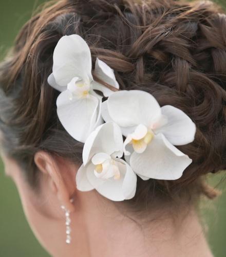 Украшение из орхидей для прически невесты
