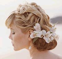 Квіти для весільної зачіски