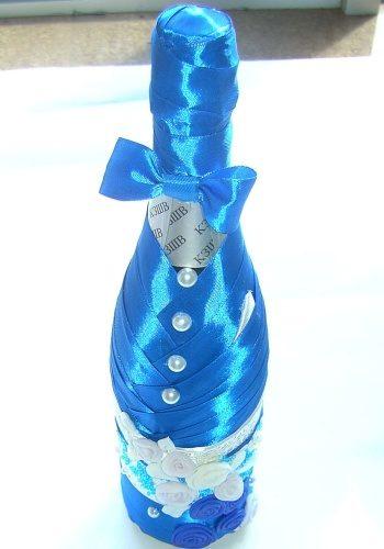 Украшение свадебного шампанского голубыми лентами