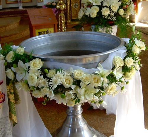 Украшение церкви, костела цветами