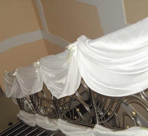 украшение лестниц на свадьбу