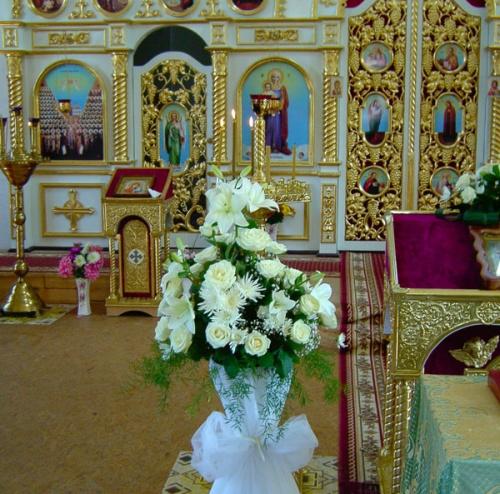 украшение церкви живыми цветами