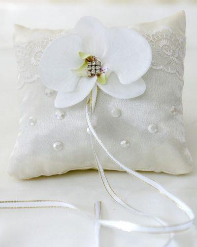 Подушка с орхидеей для колец