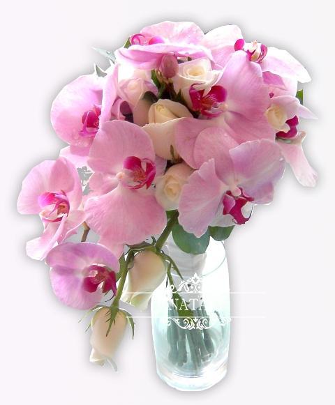 свадебный букет из нежно розовой орхидеи и белой розы