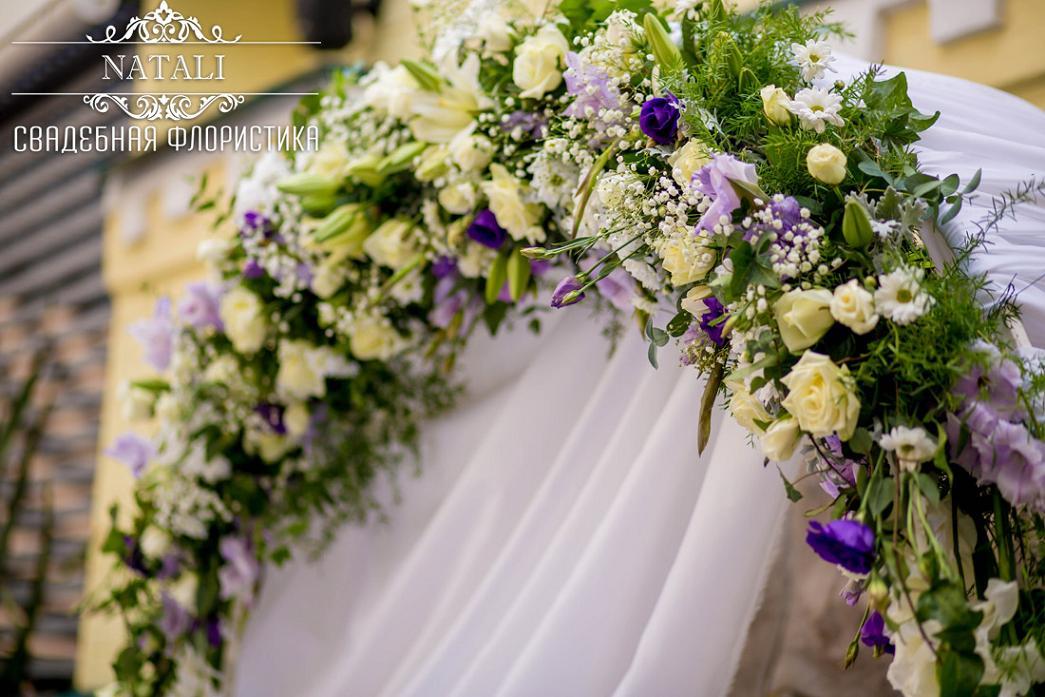 Купол свадебной арки с живыми цветами