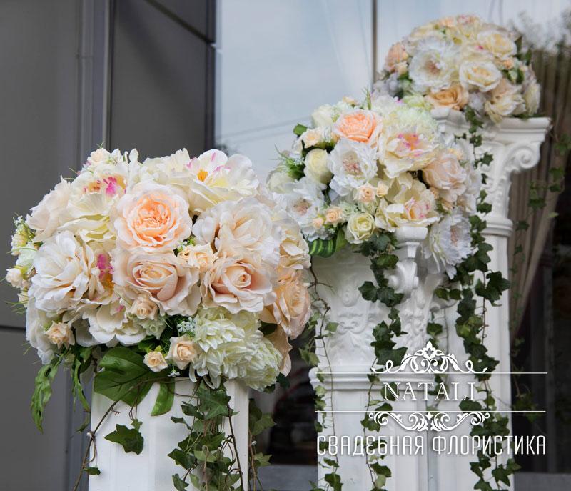 свадебные колонны с цветами для декора зала в аренду