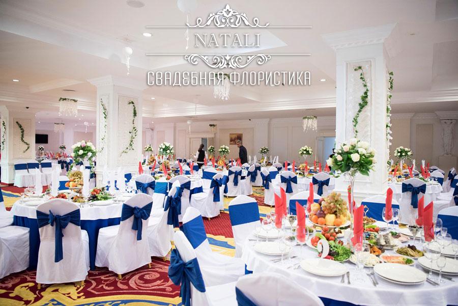 свадебное оформление зала отеля цветами в Киеве