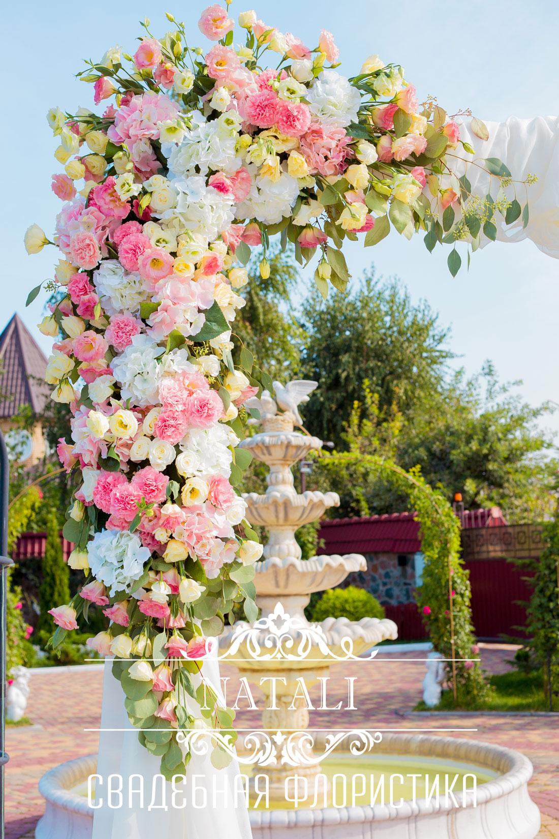 свадебная арка, свадебная арка с живыми цветами