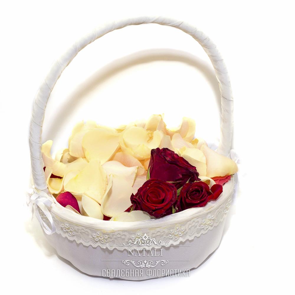 Корзинка для лепестков в белом цвете