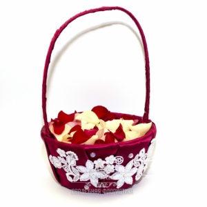 Корзинка для лепестков в красном цвете