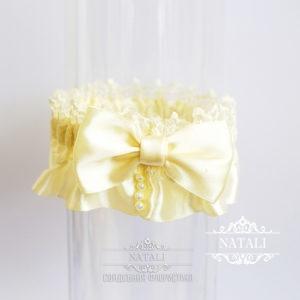 Кремовая подвязка для невесты на свадьбу