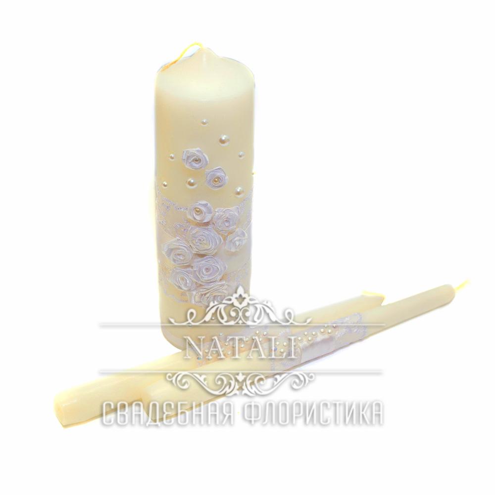 Свадебные свечи с белыми цветами