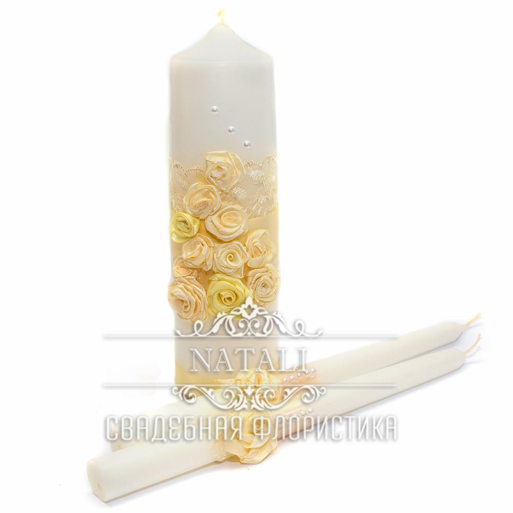 Свадебные свечи с кремовыми цветами