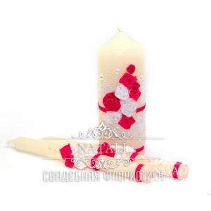 Свадебные свечи с красными и белыми цветами