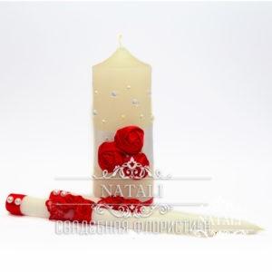 Свадебные свечи с красными цветами