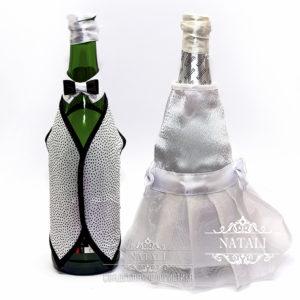 Декор свадебного шампанского в белом и черном цвете