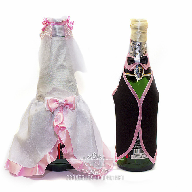 Декор свадебного шампанского в бело-розовом цвете костюмчик на шампанское в бело-розовом цвете