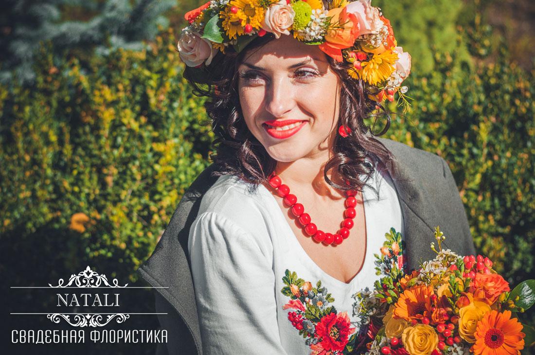 Невеста на свадьбе в украинском народном стиле