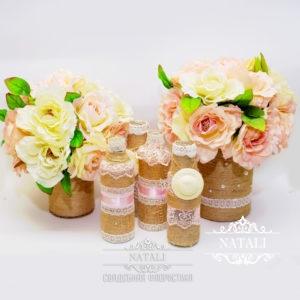 Композиция из роз бело-кремовых и розовых