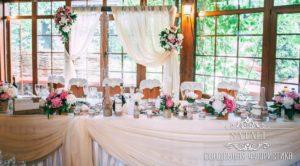 Свадебное оформление президиума пионами пионами
