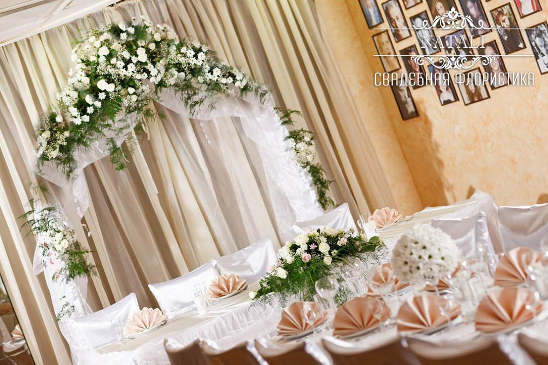 арка с живыми цветами