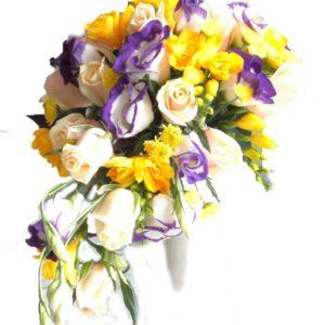 букет невесты из желтой фрезии