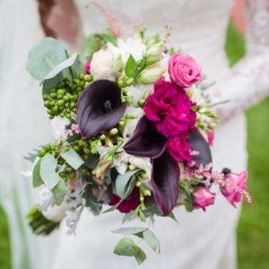 свадебный букет невесты с добавлением разных ягод