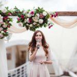 Квадратная деревянная арка из живіх цветов