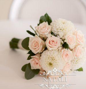 Букет невесты из кремовой розы и георгин