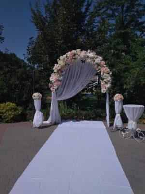 свадебная арка в нежных тонах
