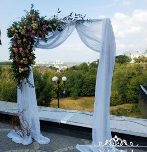 Свадебная арка в ресторане Монако